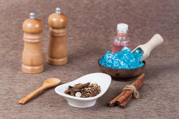 Herbes, ou des épices ajoutées à la nourriture pour améliorer la saveur et la médecine de la santé.