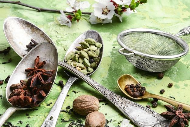 Herbes et épices pour le thé tonique