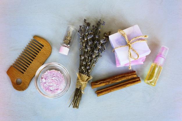 Herbes de lavande dans les cosmétiques de soins du corps