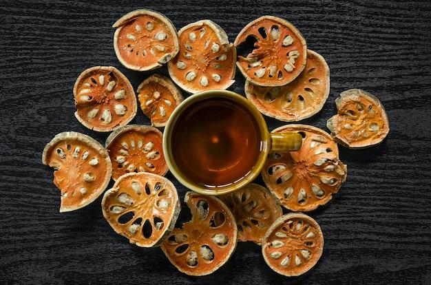 Herbes séchées et fruits secs de bael