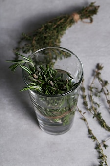 Herbes sur verre