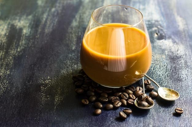 Heure du café sur fond rustique