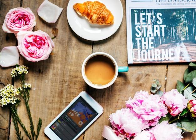 Heure du café avec des objets sur le bois