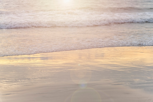 Heure du coucher du soleil à emty beach