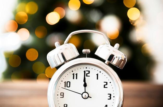 Heure sur l'horloge approchant le nouvel an