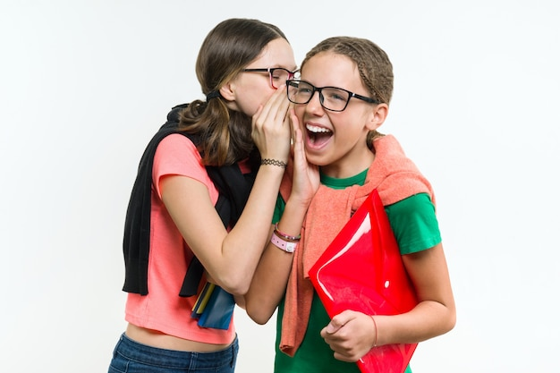 Heureuse adolescente, parler et secret