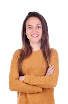 Heureuse adolescente de seize ans regardant la caméra