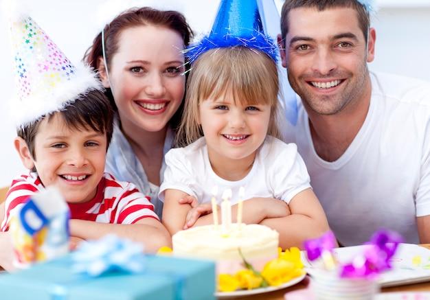 Heureuse daughtrer le jour de son anniversaire