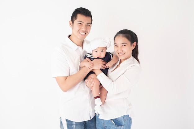 Heureuse famille asiatique sont profiter avec son fils