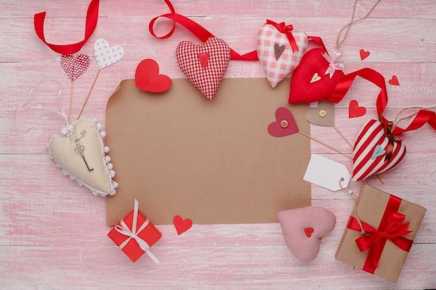 Heureuse fête de l'amour de saint valentin dans un style rustique isolé.
