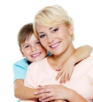 Heureuse mère et fils de six ans