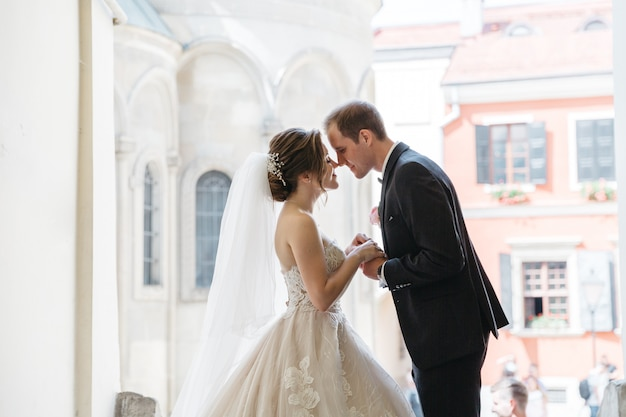 Heureuses mariées le jour de leur mariage