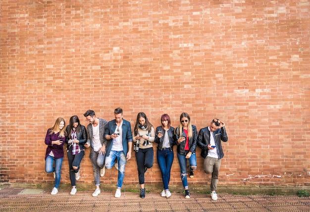 Heureux amis d'un mur de briques