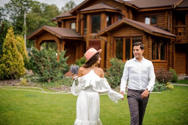 Heureux et beau couple marié