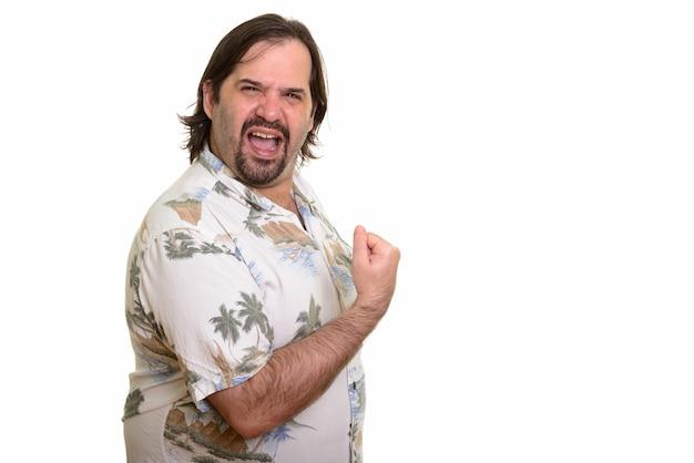 Heureux gros homme caucasien souriant et à la recherche motivé avec le bras levé