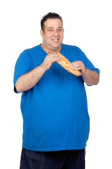 Heureux gros homme avec un gros pain isolé sur fond blanc