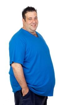Heureux gros homme isolé sur fond blanc