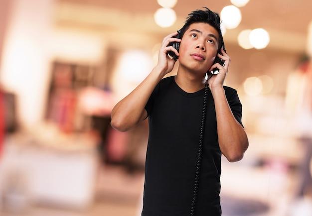 Heureux l'homme écouter de la musique