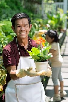 Heureux jardinier