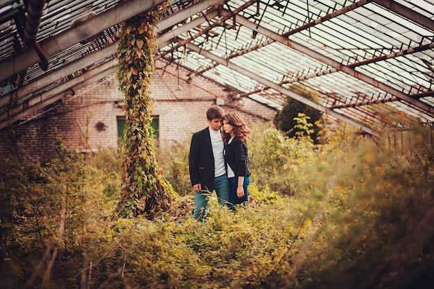 Heureux jeune couple