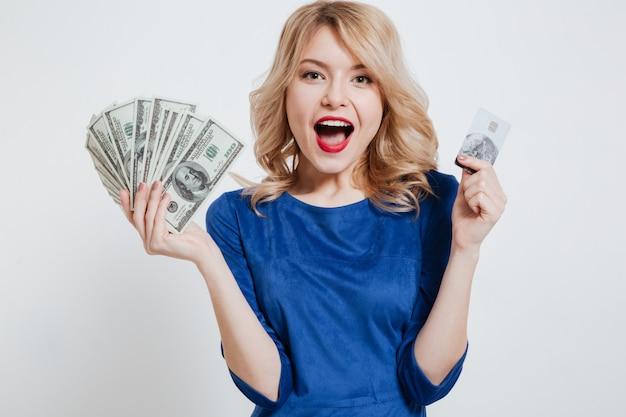 Heureux, jeune femme, tenue, argent