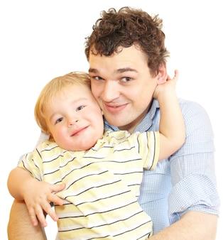 Heureux jeune père avec son fils.