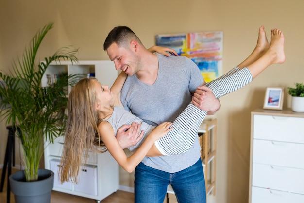 Heureux père et fille, passer du temps ensemble