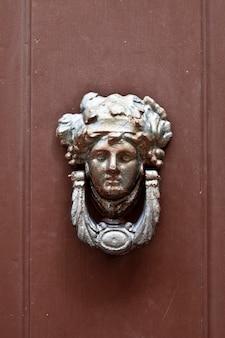 Heurtoir de porte italien antique.