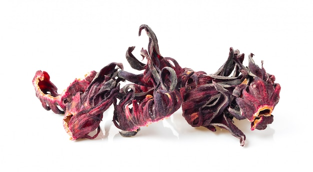 Hibiscus roselle sèche isolé sur blanc