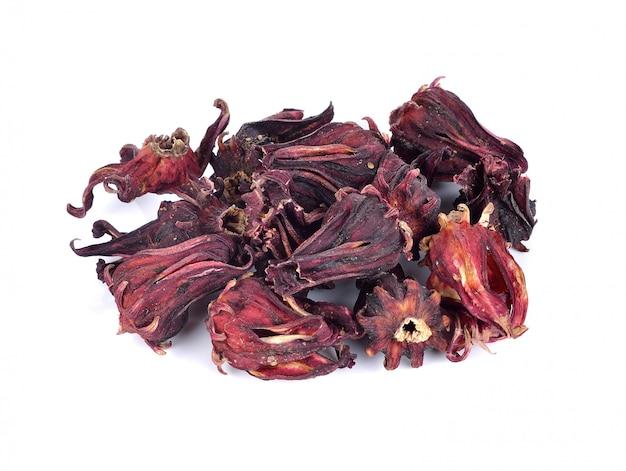 Hibiscus séché sabdariffa ou fruits roselle sur blanc