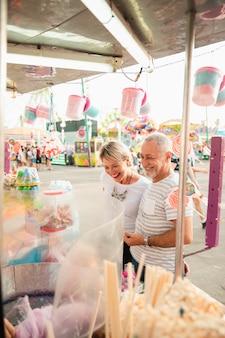 High angle happy people au stand de bonbons