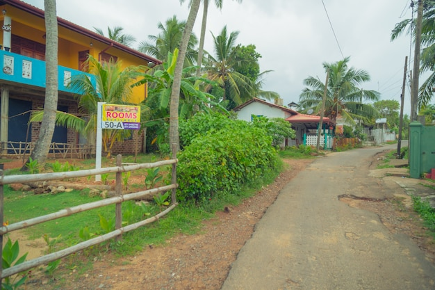 Hikkaduwa. sri lanka. une petite rue