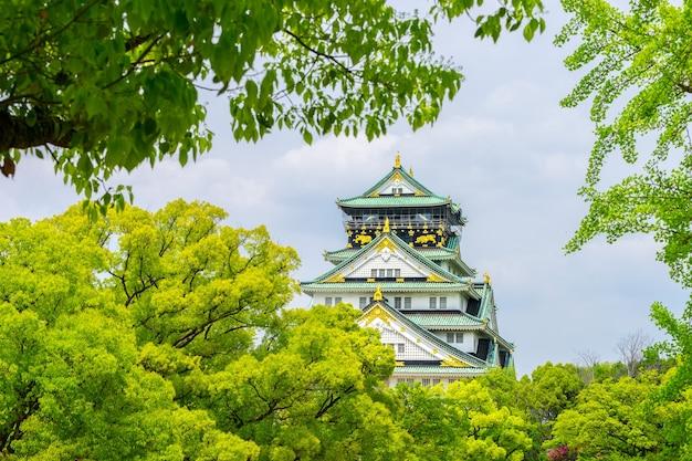 Himeji, aussi connu comme le château d'osaka contre le ciel