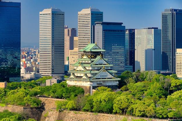 Himeji, aussi connu que le château d'osaka contre le gratte-ciel.