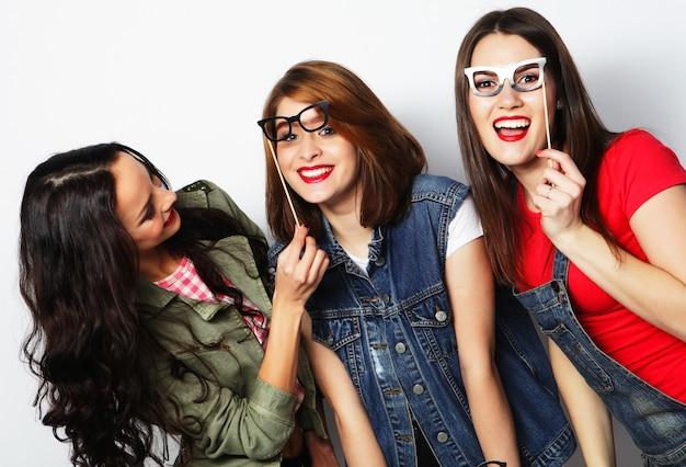 Hipster girls meilleurs amis prêts pour la fête