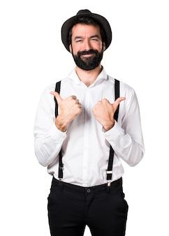 Hipster homme à la barbe avec le pouce vers le haut