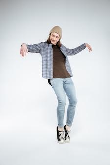 Hipster qui pose en studio