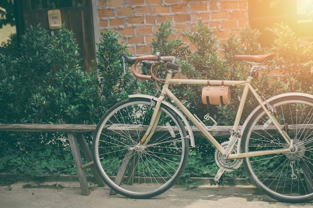 Hipster vélo de route siège en cuir style ancien stationnement ton de couleur vintage