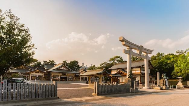 Hiroshima gokoku shrine détruit par le bombardement atomique et reconstruit dans le château d'hiroshima japon