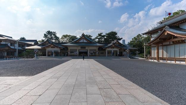Hiroshima , japon - septembre 2016 : hiroshima gokoku shrine détruit par le bombardement atomique et reconstruit dans les limites du château d'hiroshima