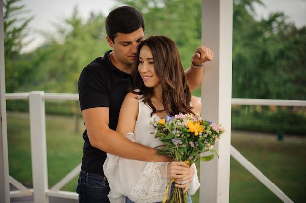 Histoire d'amour de belle femme et homme