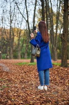 Histoires de tournage d'une brune aux cheveux longs détendue pour un blog