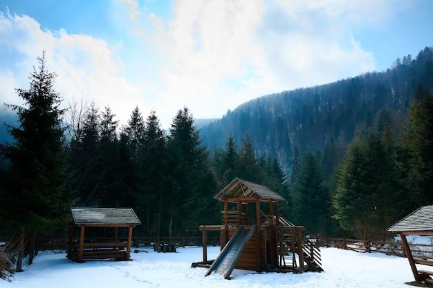 En hiver dans les montagnes