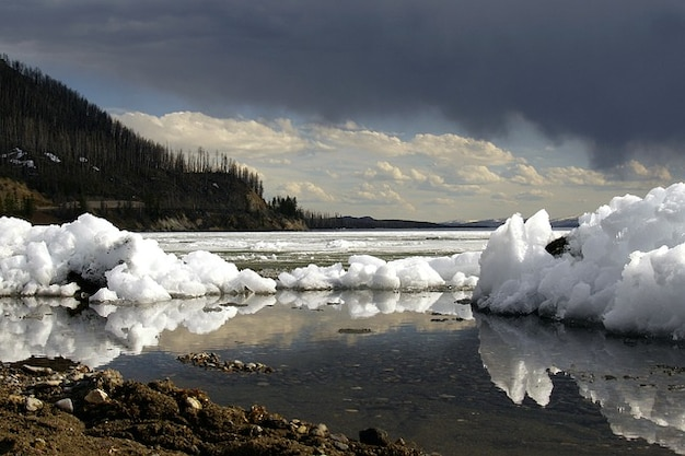 Hiver yellowstone ciel orageux lac wyoming