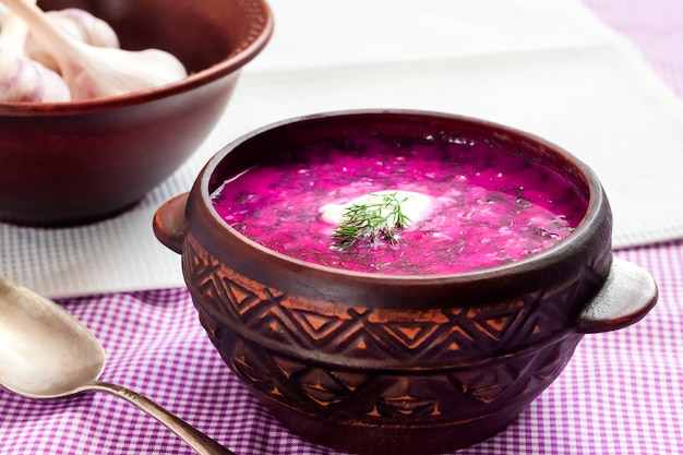 Holodnik - soupe de betteraves froide traditionnelle lituanienne