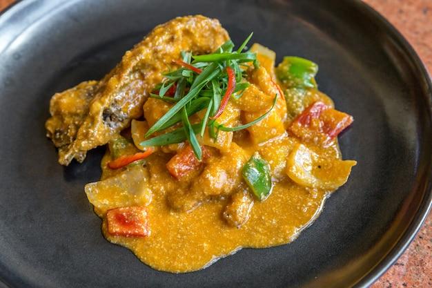Homard aux épices au curry gastronomique.
