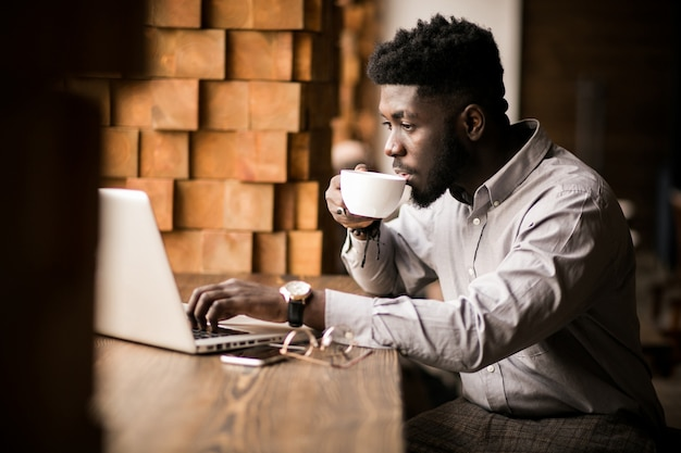 Homme d'affaires africain-américain