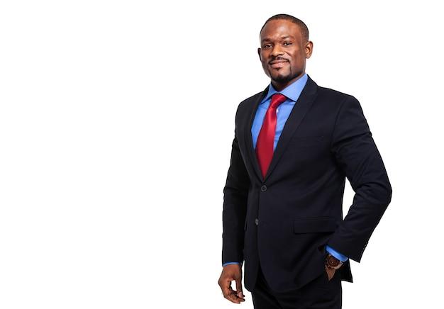 Homme d'affaires africain mature isolé sur blanc
