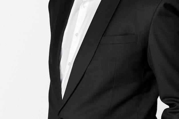 Homme d'affaires afro-américain en costume noir portrait en studio