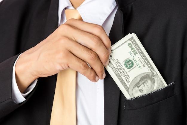 Homme d'affaires avec de l'argent en studio